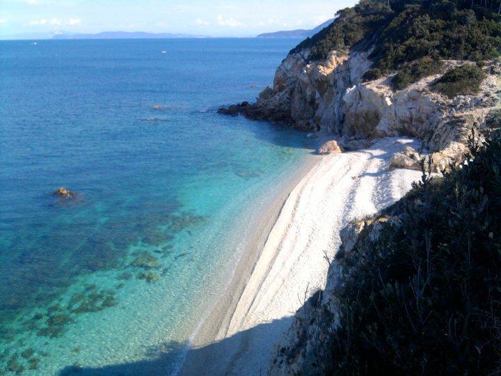 Sansone – Portoferraio, 240 mt di spiaggia formata da ghiaia bianca