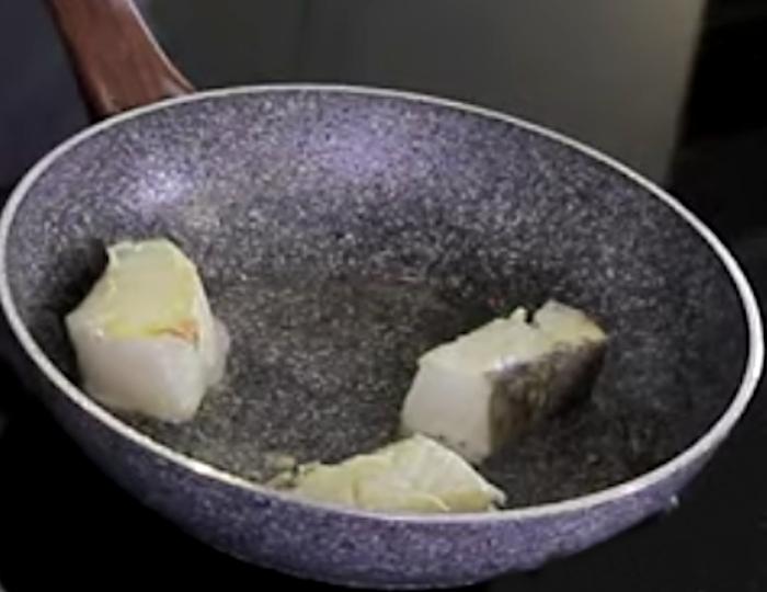rosolare filetti di baccalà