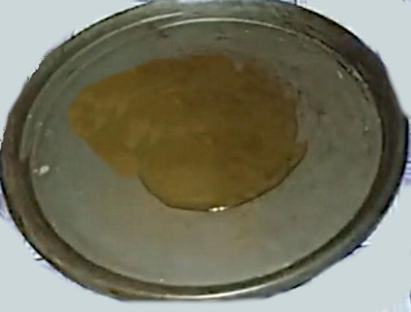 Versare Olio nella teglia dove preparare la torta di ceci