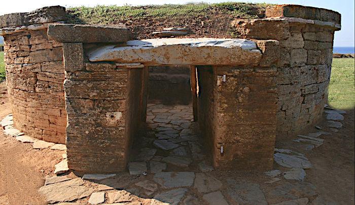Tomba delle Pissidi cilindriche