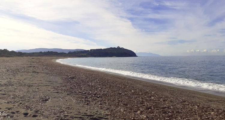 La spiaggia di Rimigliano e i promontori che delimitano il golfo di Baratti